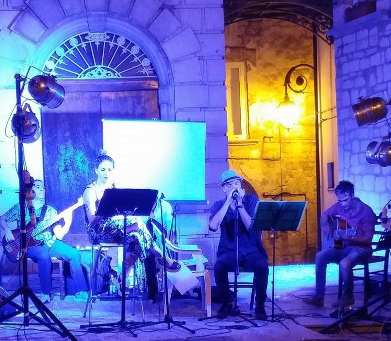 Campobasso: prevenire con la musica, volano profilattici al doppio concerto in città. Percussioni e blues per gli amanti di ogni genere.
