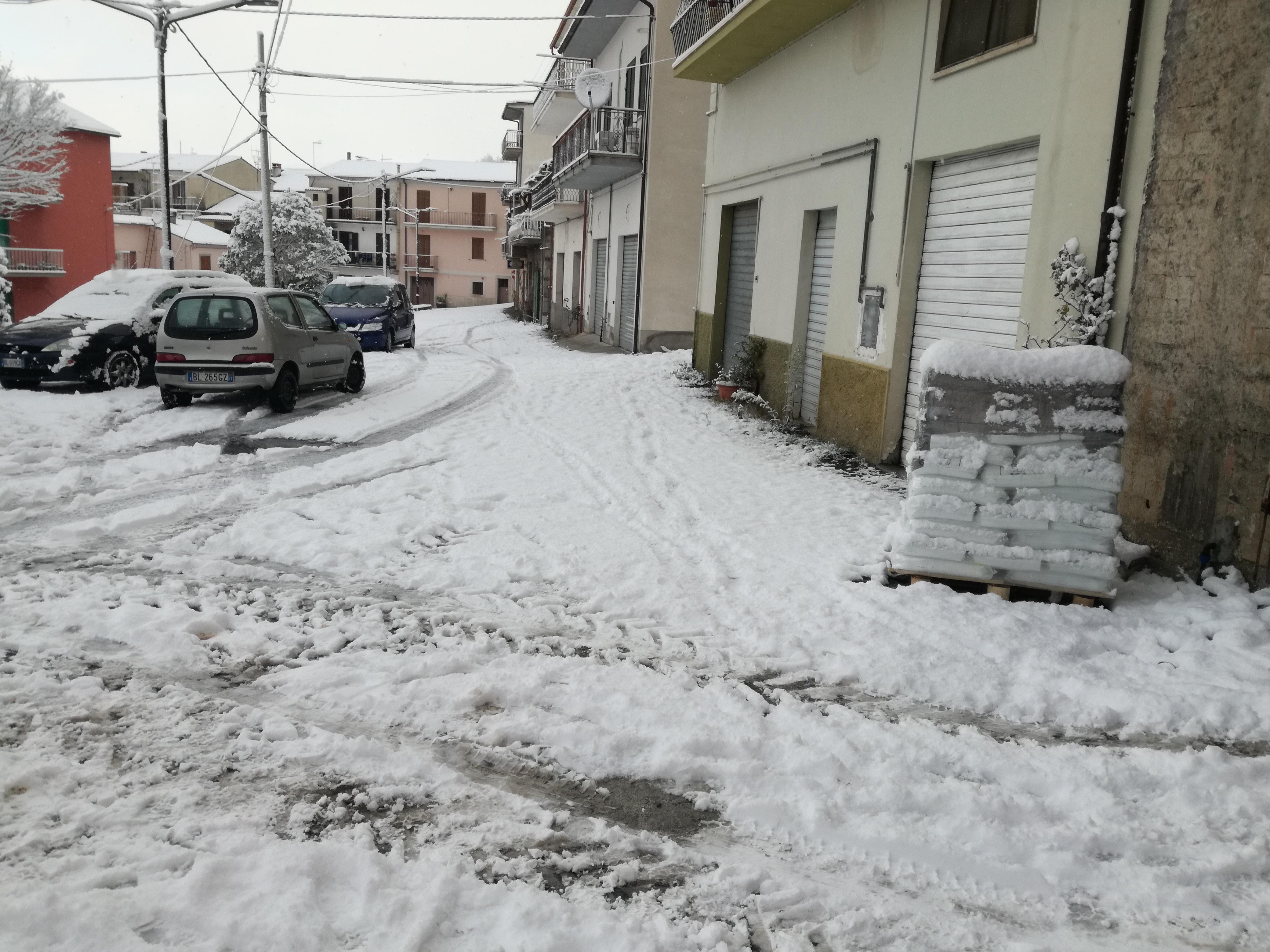 Emergenza neve: diramata allerta meteo tra Abruzzo e Molise per le prossime 24-30 ore. Ha ripreso  a nevicare quasi dappertutto. Guarda il video.