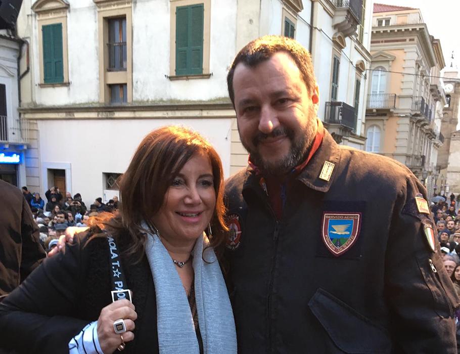 La Calenda incontra Salvini a Vasto e consegna la proposta di legge regionale sulla presenza di telecamere all'interno delle scuole e dei luoghi di rilevanza sociale.