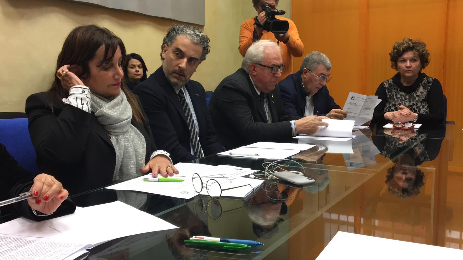 Campobasso: si è svolto stamani il tavolo tecnico per avviare una task-force operativa contro le violenze sui minori. A condurre i lavori Filomena Calenda, presidente IV Commissione Permanente e Leontina Lanciano.