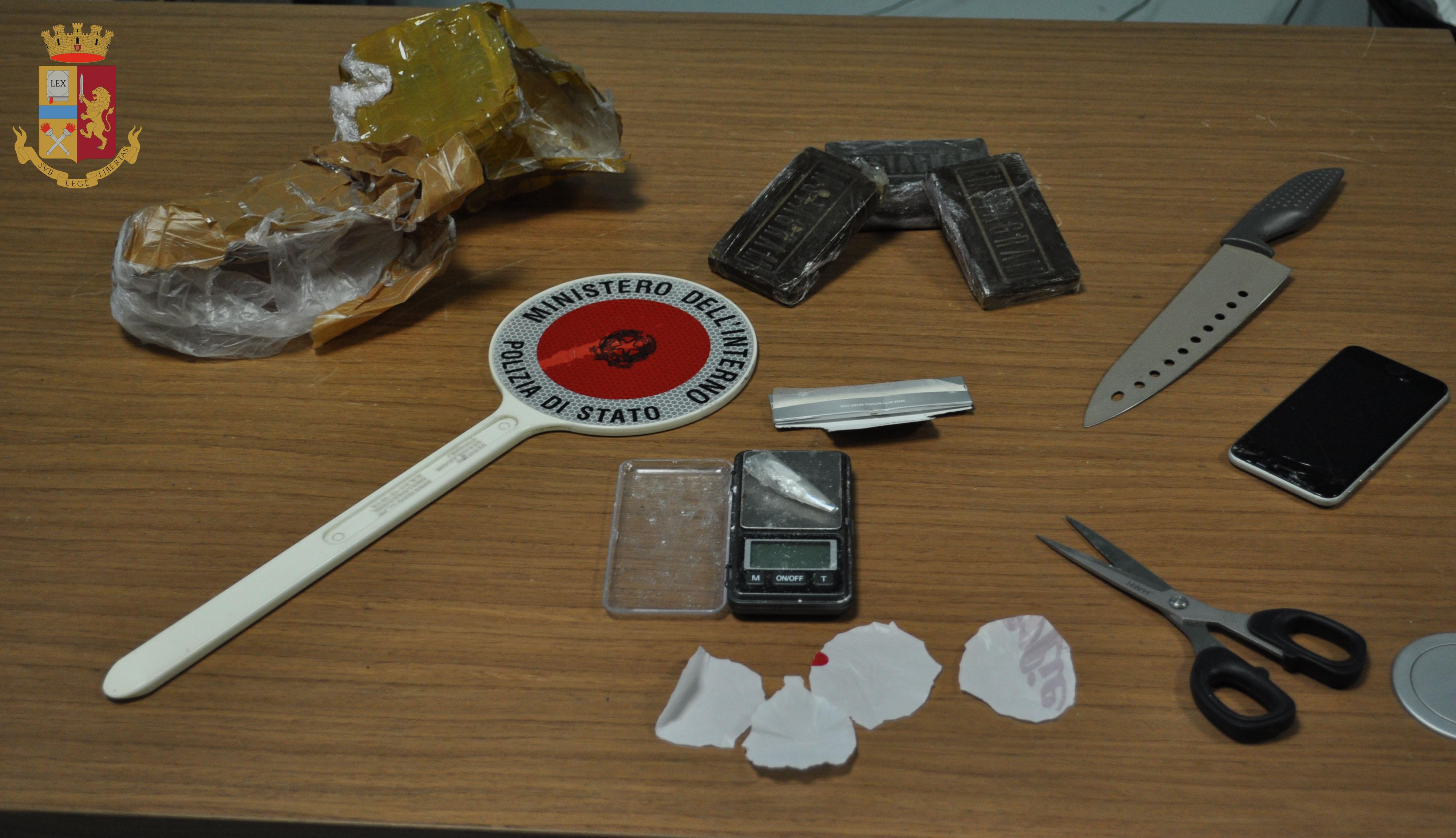 Venafro: la Polizia arresta un pusher con 400 grammi di hashish. Guarda il video dell'operazione.
