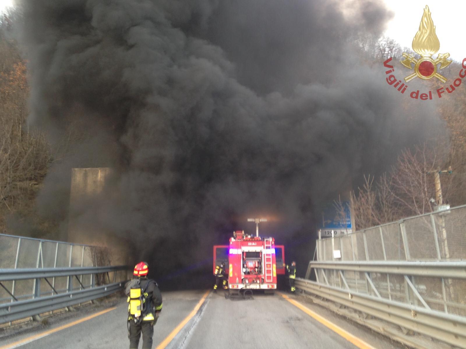 Civitanova del Sannio: autovettura a fuoco nei pressi della statale 650. Intervento provvidenziale dei Vigili del Fuoco.