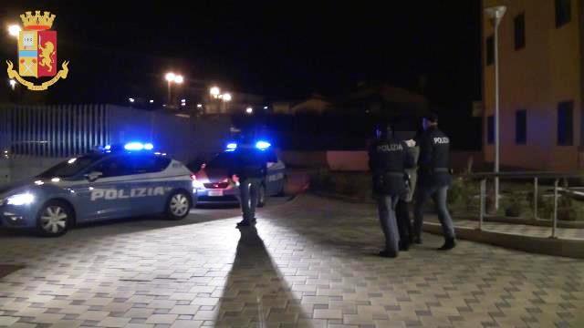 Isernia: Polizia di Stato, fermato 23enne per violenza sessuale. Il video dell'operazione della Questura Pentra.