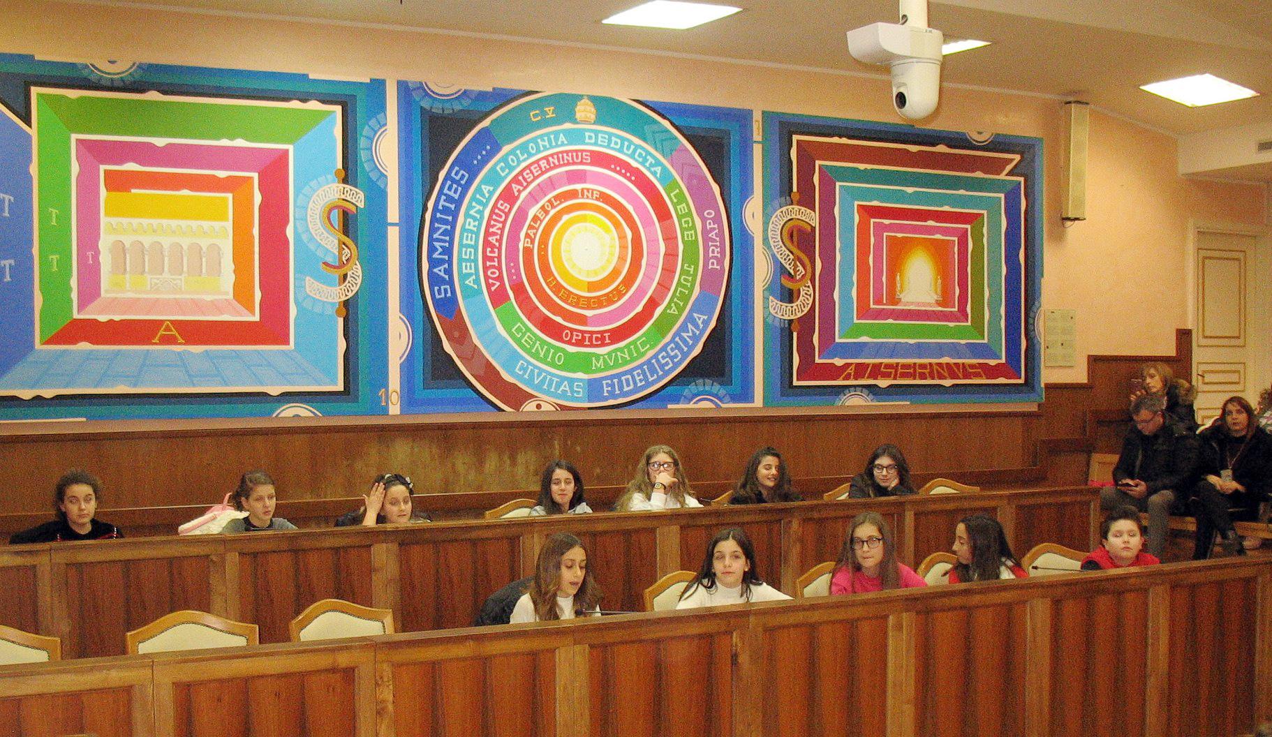 Isernia: due commissioni consiliari in riunione. Una delle due era quella del Consiglio comunale dei ragazzi.