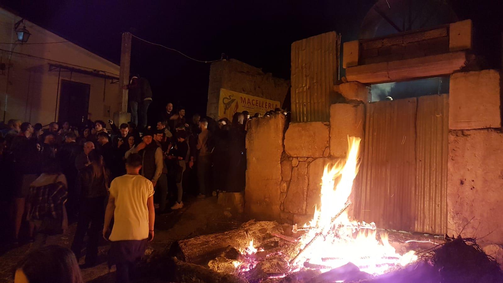 """Venafro: la notte dei fuochi incanta i curiosi ed i turisti. L'anima del centro storico si """"accende"""""""