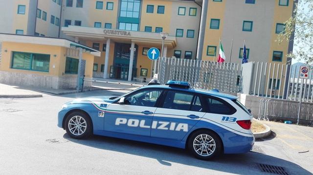 Rubano gasolio sulla statale 85 Venafrana. La Polizia arresta due pregiudicati. Il video dell'operazione degli agenti della Questura pentra.