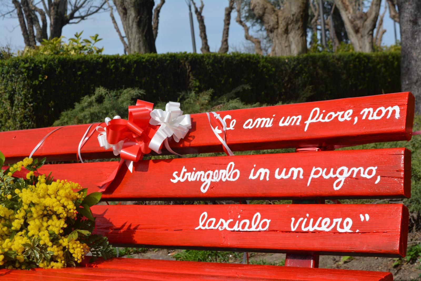 A Guglionesi una panchina rossa dedicata a tutte le donne. Guarda il nostro servizio video