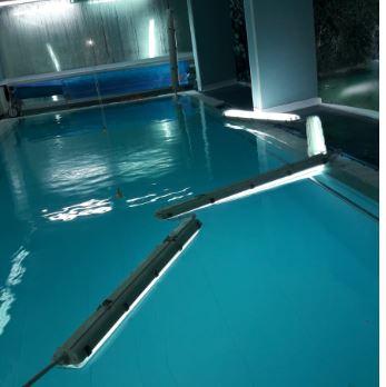 Isernia: si staccano neon dal soffitto all'interno di una piscina di un centro riabilitativo privato. La protesta degli sportivi.