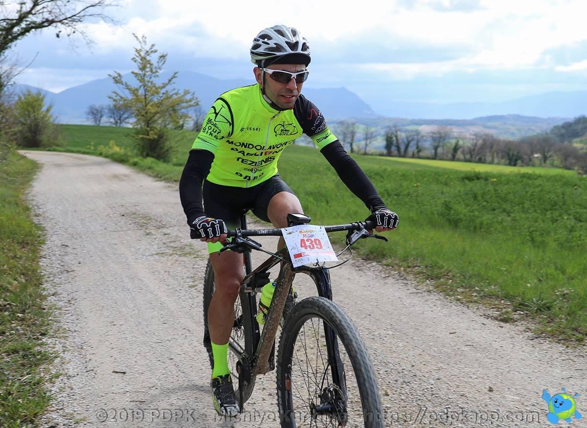 Molise Tour Bike a Cingoli in cerca di conferme: nutrita la pattuglia nero giallo fluo.