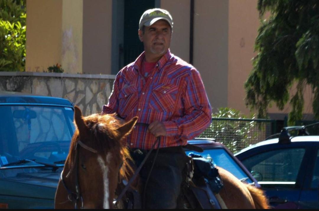 Roccamandolfi: cade da cavallo e muore 55enne. Era un consigliere comunale