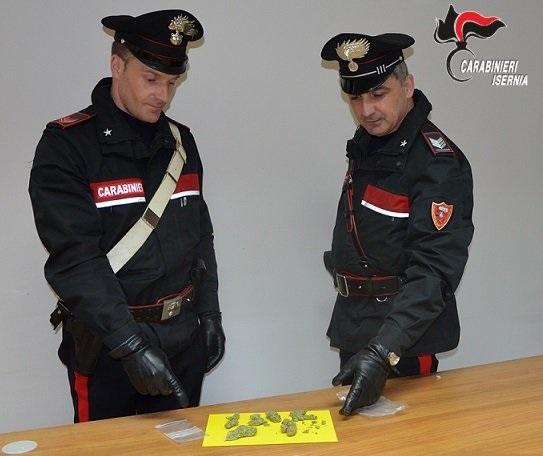 Isernia: L'intervento dei Carabinieri riporta alla calma le intemperanze di un pregiudicato in preda ai fumi dell'alcool.