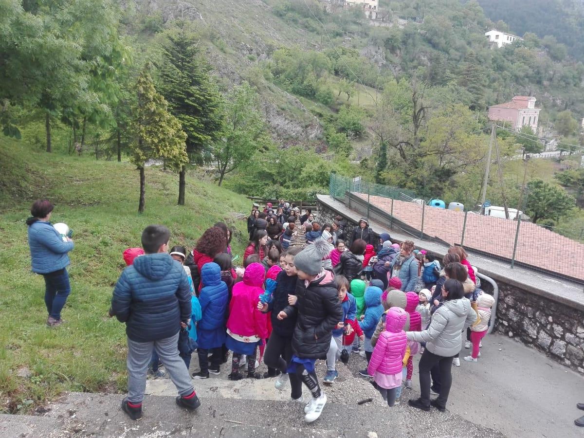 A Roccamandolfi la festa dell'albero che ha visto protagonisti gli alunni della scuola primaria.
