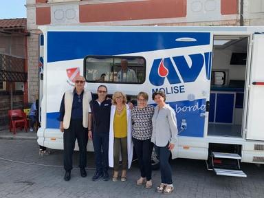 Autoemoteca in piazza a Carpinone, donatori in massa per salvare vite.