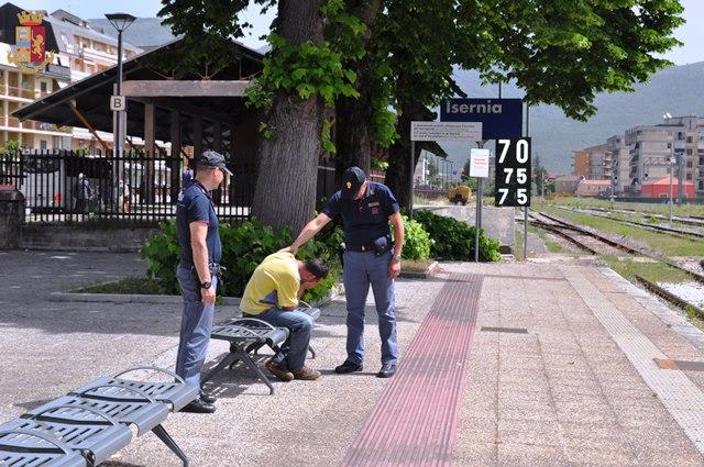Isernia: giovane etilista chiede aiuto ai Poliziotti che lo convincono a disintossicarsi.
