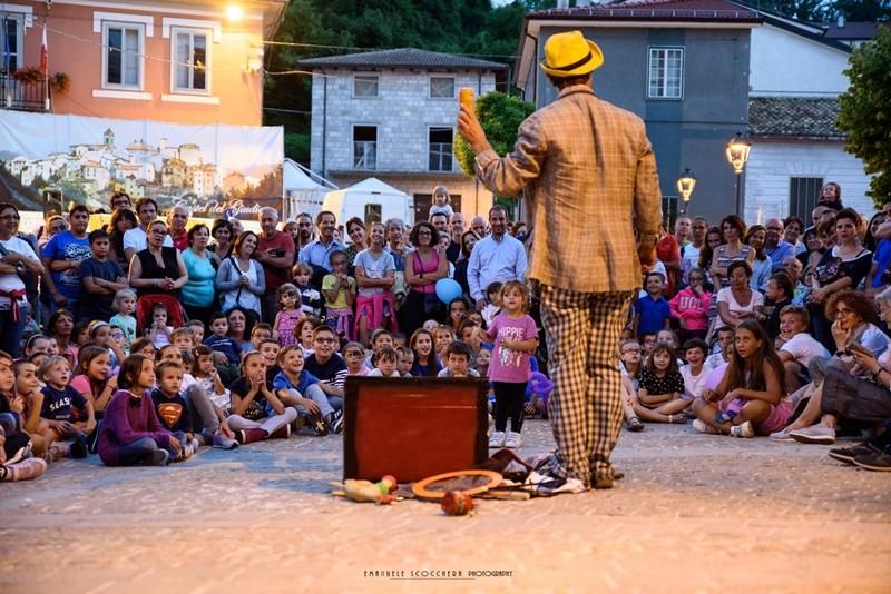 Artisti di strada e un mondo di spettacoli per il Casteldelgiudice Buskers Festival