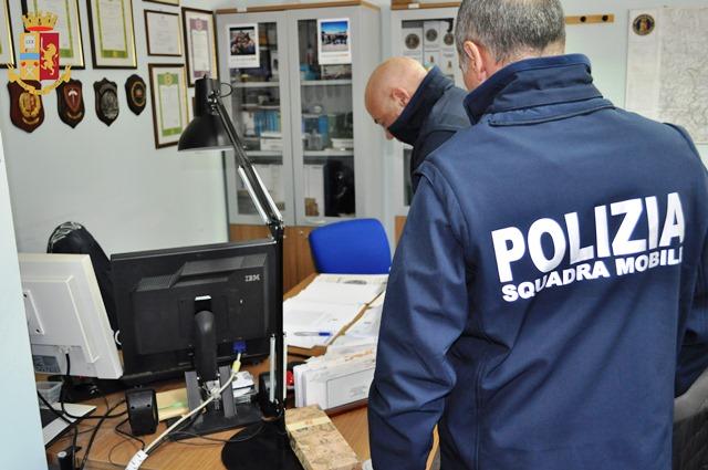 Polizia di Stato: utilizzano un'utenza fissa per truffe on-line. Due donne di origine campana denunciate.