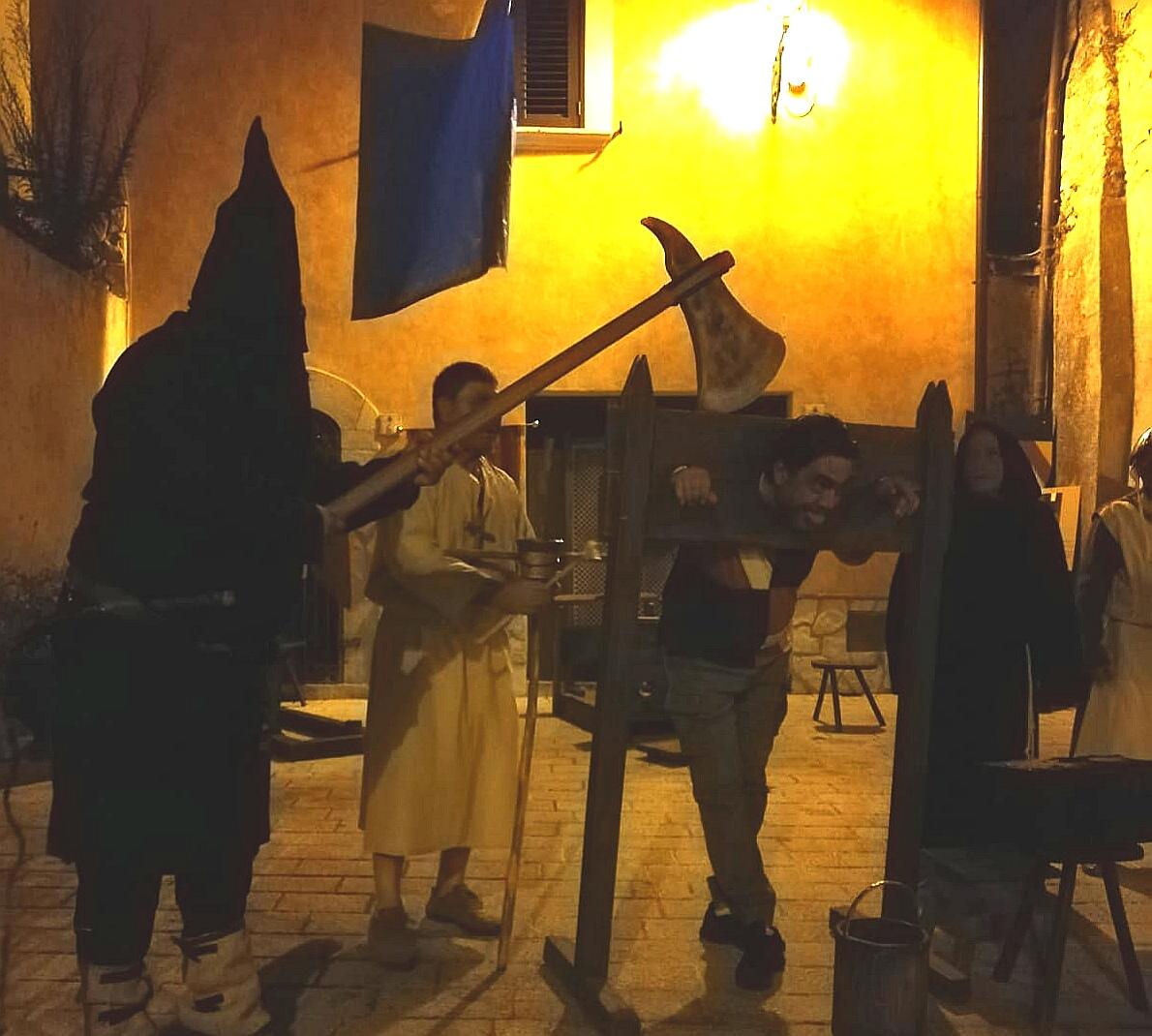 Fornelli, aperta la 24°esima edizione delle Giornate al Borgo. Il centro storico invaso da turisti e curiosi.