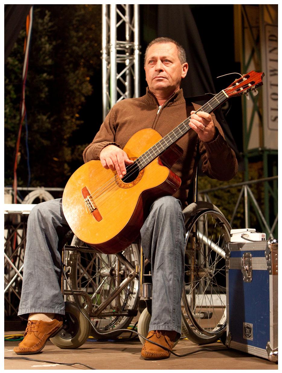 """Lutto nel panorama musicale molisano. Si è spento Enzo Miniscalco, storico bassista del """"Tratturo""""."""