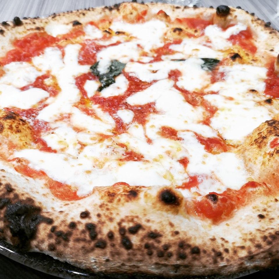 Isernia: la pizzeria Napul'è da oggi aperta anche a Pranzo. Lo staff del locale comunica la novità a tutta la clientela.