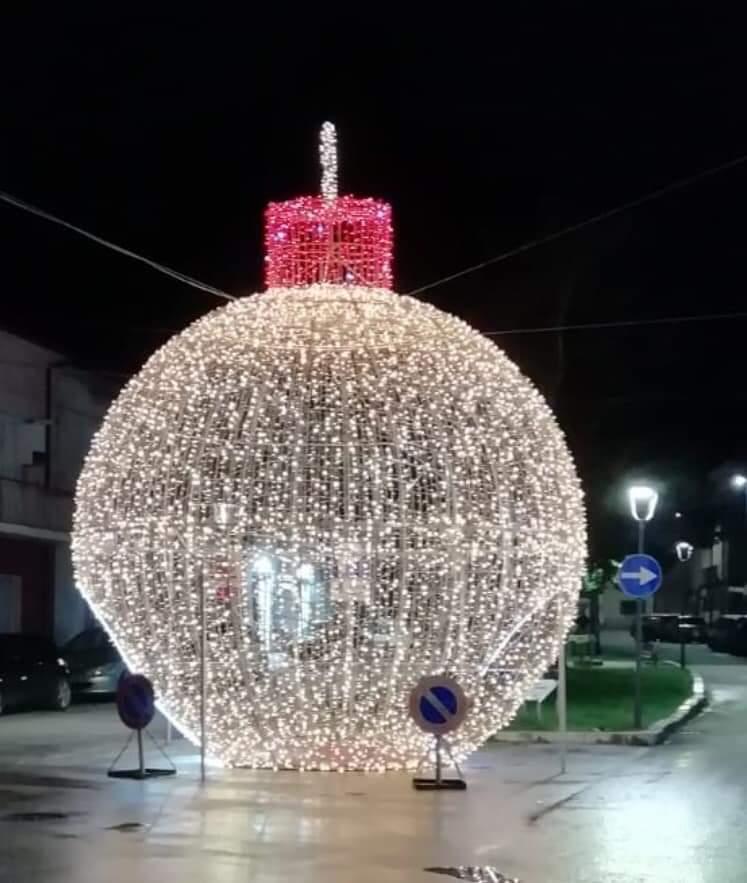 Pozzilli: un Natale magico con le luminarie che incantano con i loro colori